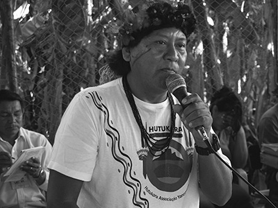 Davi Kopenawa, president of the Yanomami association Hutukara, during a meeting of the Indigenous Council of Roraima (CIR). (Photo D. Gomes Macario, 2009.)